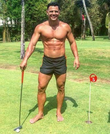 The Detox Guy playing golf