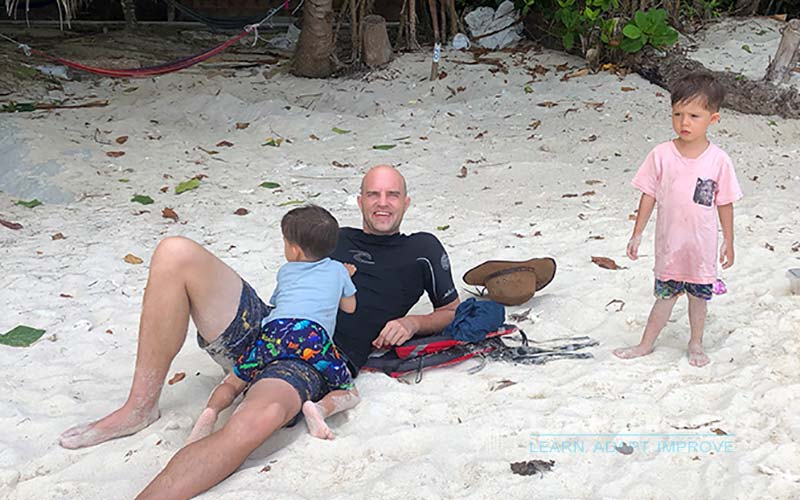 Yannick and kids on the beach